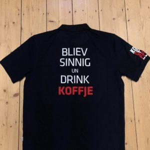 "Poloshirt ""Bliev Sinnig un drink Koffje"""